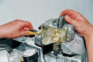 Ремонт тормозных цилиндров передних колес Ваз-2107