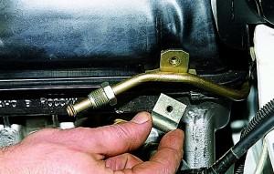 Снятие регулятора давления топлива Ваз-21214
