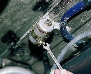 Замена топливного фильтра двигателей ВАЗ-2111, Ваз-2112