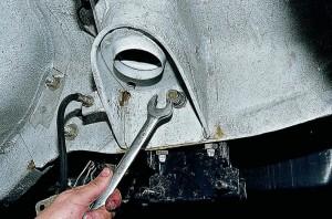 Снятие  и замена поперечины передней подвески Ваз-2107