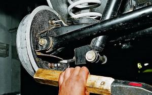 Снятие и замена тормозного барабана Ваз-2107