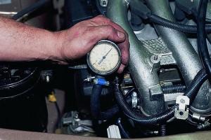 Проверка давления в топливной системе двигателя Ваз-2112