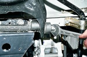Снятие и замена резинометаллических шарниров нижних рычагов Ваз-2107
