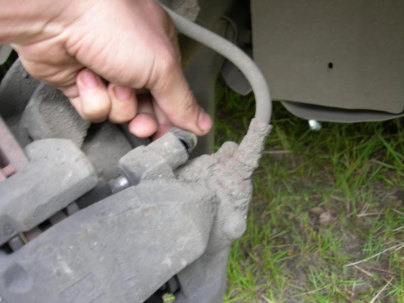 Замена передних тормозных колодок на Ford Focus 2
