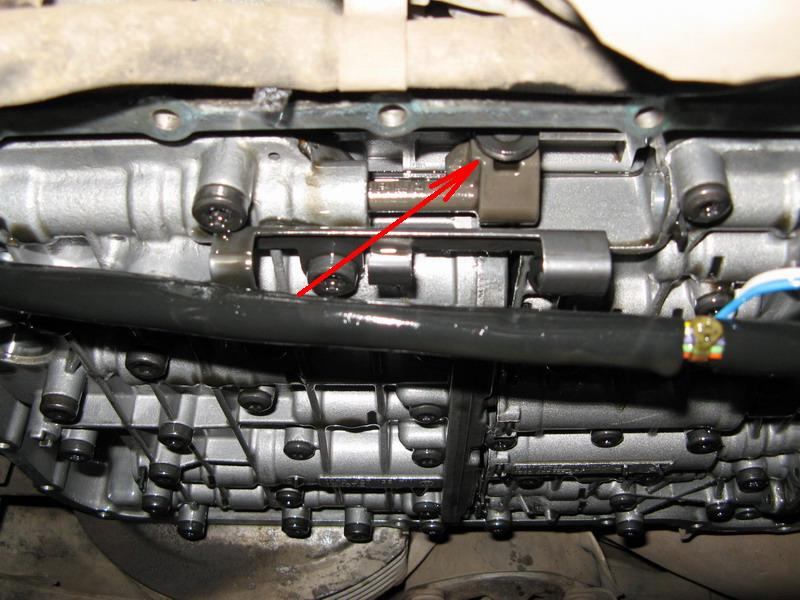 Чистка плиты управления АКПП 01V, замена масла