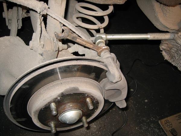 Замена задних тормозных колодок Ford Focus 2